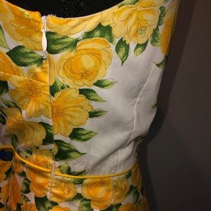 Ann Taylor Dresses - Ann Taylor White Pleated Dress W/Yellow Flowers 8P